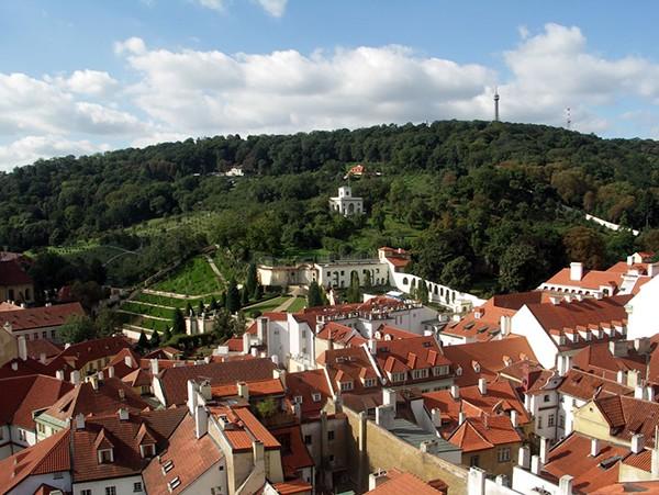 Uitzicht op Petrin park Praag