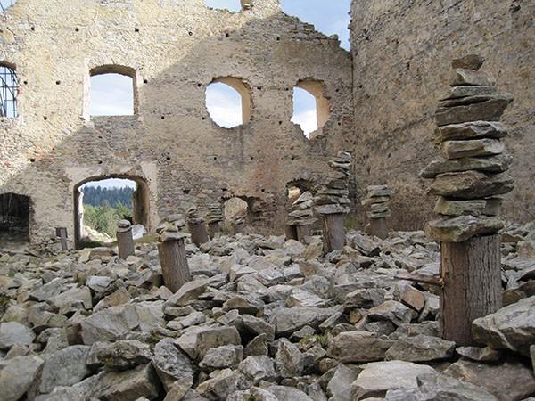 Stenen stapelen Divci Kamen