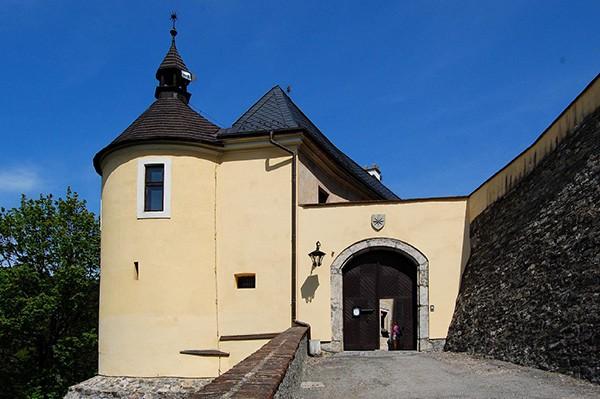 Poort kasteel Cesky Sterneberk