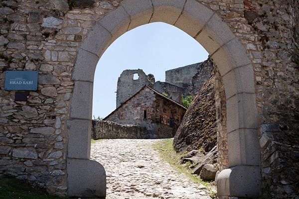 Poort kasteel Rabi