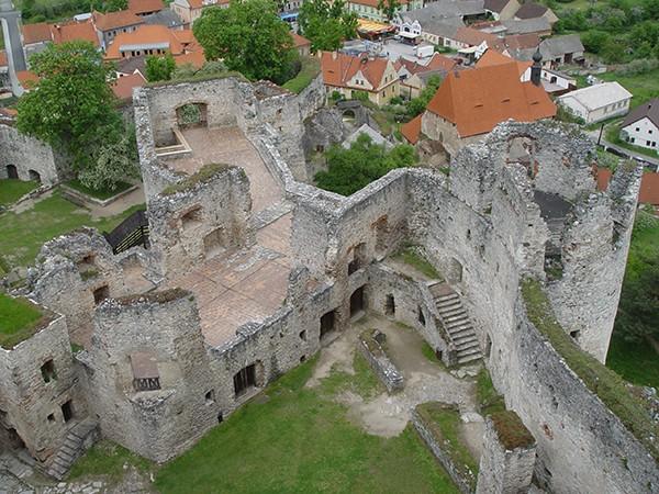 Ruine Rabi vanuit toren