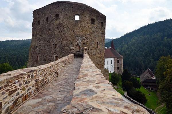 Loopbrug kasteel Velhartice