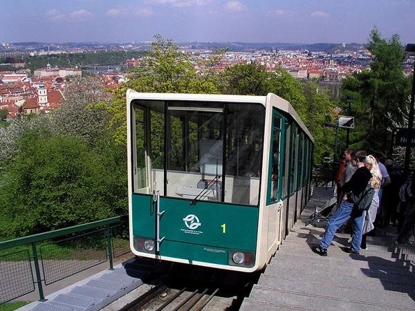 Treintje Petrin heuvel Praag