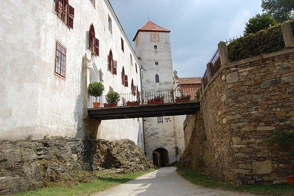Binnenplaats kasteel Bitov